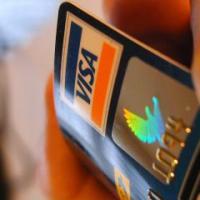 На что стоит обратить внимание при выборе пластиковой банковской карты?