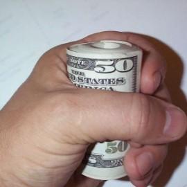 Как заставить себя отложить деньги?