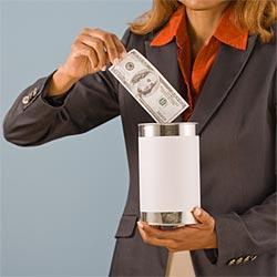 Почему хранить деньги дома опасно?