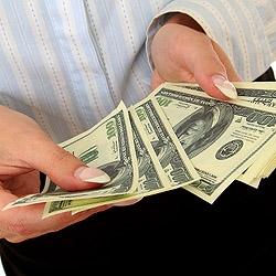 Кто стал первым использовать бумажные деньги?